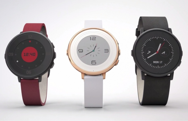 Pebble Introduces Its First Round Smartwatch