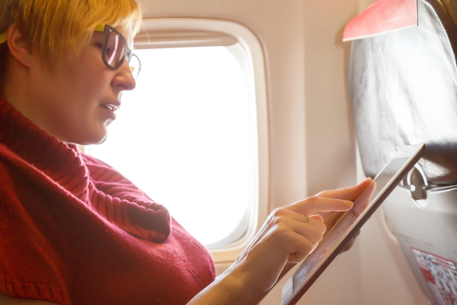 A List Of 4 Best Gadgets You Can Use During A Flight!