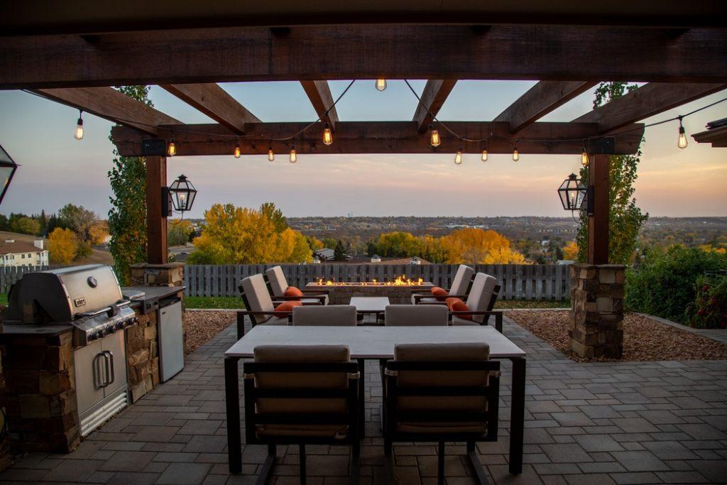 Building A Beautiful Backyard: 5 Popular Projects You Can DIY